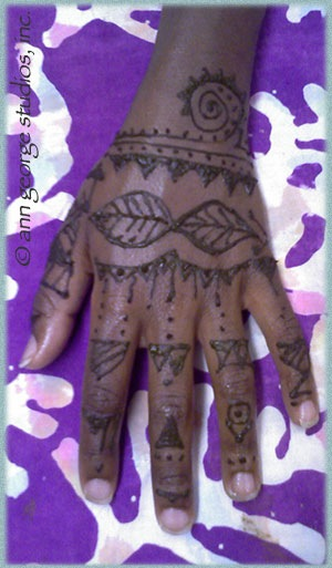 african tribal tattoo in henna
