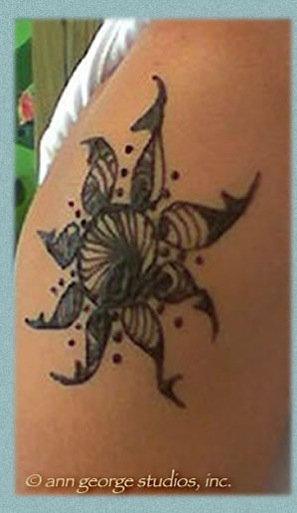 This is so perfect tattoo design for your foot. tribal sun henna tattoo